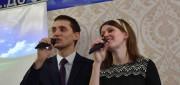 Поют Александр и Юлия Ничипоруки